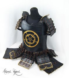AscuasNegras armor. Cat Armor, Japan Room, Avatar Cosplay, Armadura Cosplay, Types Of Armor, Soldier Costume, Samurai Artwork, Japanese Warrior, Ghost Of Tsushima