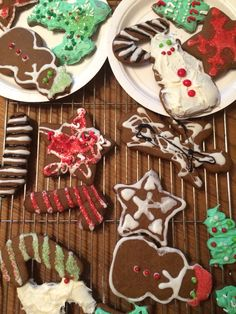 Easy and obvious I know but it's a great way to spend a day of your winter break if you're bored and don't know what to do Gingerbread Cookies, Christmas Cookies, Sugar, Foods, Winter, Desserts, Easy, Decor, Gingerbread Cupcakes