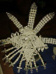 Flor del ESPIRITU SANTO en tembleque panameño con perlas cristales y swarosky.  Creaciones Xiomara.  Muy buena discípula del joven Hernan A.