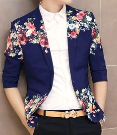 New **Creative Floral Print Navy Blue In Style Short Sleeve Blazer styles are offered here. Luxury and casual **Creative Floral Print Navy Blue In Style Short Sleeve Blazer by PILAEO. Fashion Moda, Look Fashion, Mens Fashion, Fashion Trends, Look Man, Black Chinos, Printed Blazer, Floral Prints, Art Floral