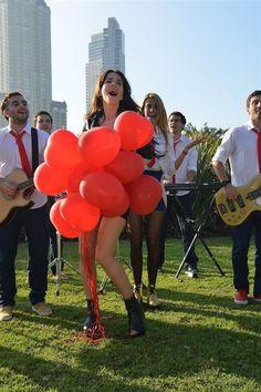 "Agapornis canta junto a Oreiro en ""Solamente vos""    http://www.eldia.com.ar/edis/20130604/Agapornis-canta-junto-Oreiro-Solamente-vos-espectaculos12.htm"
