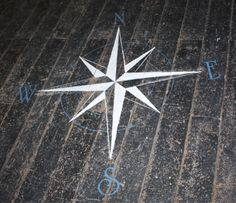 beautiful #stenciled compass perfect for #nautical #decor