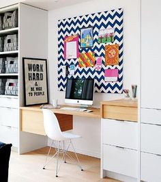 Um espaço bonito e organizado faz o trabalho fluir!  #decoração #homeoffice  #designdeinteriores #inspiração