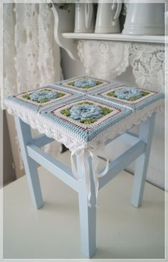 shabby chic stool 17 high with granny square crochet cover purple upcycle recycle via etsy inspiration crochet diy gb - PIPicStats Love Crochet, Crochet Motif, Beautiful Crochet, Crochet Flowers, Crochet Patterns, Knitting Patterns, Point Granny Au Crochet, Crochet Squares, Granny Squares