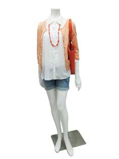 蕾絲剪接襯衫:白色,綠色跟粉色,兩段尺寸,定價:4280  前片蕾絲針織外套:白色,粉綠跟粉橘,定價4280  牛仔短褲:深藍與淺藍兩色,三段尺寸,定價3980  項鍊:白,橘,綠,定價2180  正反兩用包:橘色與濾色,定價4280