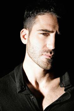 Posado de Miguel Ángel Silvestre, actor de LO MEJOR DE EVA, de @ Tripictures