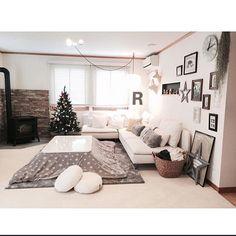 そこらへんで買ったふわふわクッション/こたつ…などのインテリア実例 - 2015-12-13 12:43:39   RoomClip(ルームクリップ) Japanese Living Rooms, Japanese House, Japanese Apartment, Room Interior, Interior Design, Asian Furniture, House Rooms, Home Living Room, Interior Inspiration