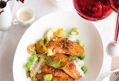 Lachsfilets mit Quittenglasur, Polenta, Kohlsprossen und Weinschaum