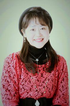 森祐理 (クリスチャンアーティスト) NHK京都放送局TVレポーター、ラジオ等の番組を経て、NHK教育TV「ゆかいなコンサート」の歌のお姉さんを務める。声を失う経験を通し、福音歌手としての活動開始。以来国内外にて、毎年百数十回の公演活動を展開中。どんな人にも愛される美しい歌声で、希望のメッセージを届けている。 http://www.moriyuri.com/