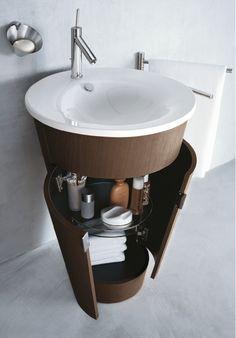 Pedestal sink with wrap around storage - 31 Creative Storage Idea For A Small Bathroom Organization Shelterness Small Space Bathroom, Small Bathroom Organization, Small Bathrooms, Small Baths, Small Sink, Narrow Bathroom, Bedroom Organization, Creative Storage, Diy Storage