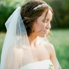 Bridal headband and veil with unstructured updo