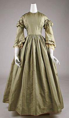 1850 ... Dress ... American or European ... silk ... at The Metropolitan Museum of Art ... photo 1