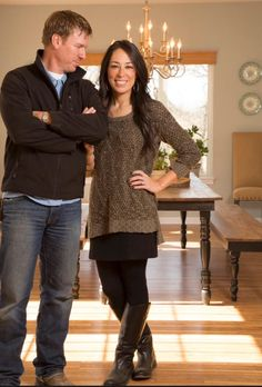 Do you love Fixer Upper stars Chip and Joanna Gaines as much as we do? Get to know the couple behind some of HGTV's most amazing before-and-after renovations. Magnolia Joanna Gaines, Joanna Gaines Style, Chip And Joanna Gaines, Chip Gaines, Fall Winter Outfits, Autumn Winter Fashion, Winter Style, Celebrity Style, Fashion Outfits
