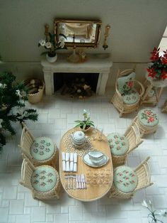 love this miniature dining room