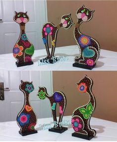 Resultado de imagen para gatos en mdf Arte Country, Tole Painting, Canvas Art, Dots, Woodworking, Diy Crafts, Ceramics, Table Lamp, Handmade