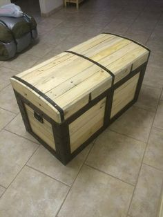 Disfraces. Baúl con disfraces para ellos. Chest from #Pallets | 99 Pallets