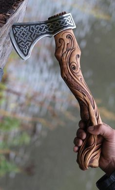 Hand Forged Hand Carved Viking Axe – Carved Handle Mermaid Axe – High Carbon - Hand Forged Hand Carved Viking Axe – Carved Handle Mermaid Axe – High Carbon The Effective Pict - Machado Viking, Vikings, Hand Axe, Axe Handle, Viking Axe, Beil, Battle Axe, Fantasy Weapons, Custom Knives