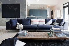 Contemporary House Inspired Traditional Finnish Barn гостиная синий диван