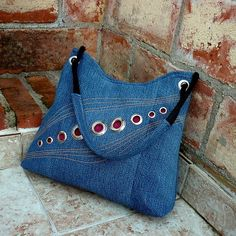 denim purse -- interesting use of grommets (?) džíska kroužkovaná 1
