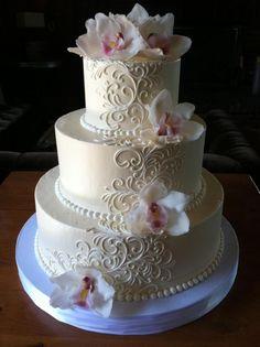 Klassische Hochzeitstorten «White Flower Cake Shoppe - My Fairytale Ending - Wedding Cake Fresh Flowers, White Wedding Cakes, Elegant Wedding Cakes, Elegant Cakes, Wedding Cake Designs, Trendy Wedding, Tier Wedding Cakes, White Weddings, Wedding White