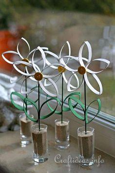 Couronne de fleurs avec des rouleaux de papier toilette - Idee avec rouleau papier toilette ...