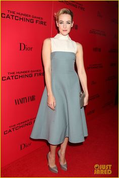 jena malone @ thevcatching fire nyc premiere on 2013 11 20 wearing a Valentino dress and clutch with Casadei shoes - hello? this is amAzing! the color suits her perfectly - I hope this wonderful actress finally gets the attention she deserves and more amazing roles so they can finally give her that oscar she deserves - love her - love this outfit