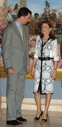 Letizia was perfectly attired for 2006 art opening. Image Source: Getty / Lalo Yasky