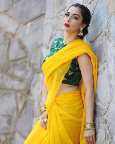 Amazing Indian Style (Part - Pics) Indian Dresses, Indian Outfits, Indian Western Dress, Navratri Dress, Bridal Lehenga Collection, Simple Sarees, Saree Photoshoot, Saree Trends, Saree Models
