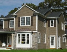 James Hardie Celect Cedarmill in Timber Bark color, like the white trim, charcoal roof a little different stone. Hardie Plank Colors, Siding Colors, Hardie Board Siding, Exterior Siding, Hardiplank Siding, Exterior Paint, Exterior Design, Fiber Cement Siding, Siding Options