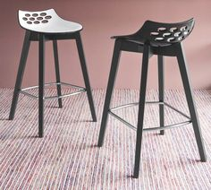 Calligaris Jam Wood Barstool is a sleek & modern kitchen stool with a choice of bright coloured plastic seats & wooden legs. Wood Bar Stools, Kitchen Stools, Italian Home, Bench Stool, Extendable Dining Table, Modern Furniture, House Design, Contemporary, Benches
