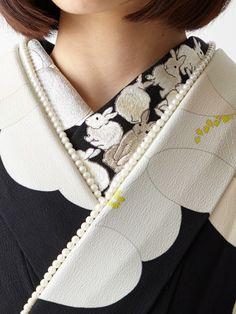 """tanuki-kimono: """"Snow rabbit furisode outfit by Furifu (the hidden carrot is far too cute!) """" This is so unique and eye catching! Yukata Kimono, Kimono Outfit, Kimono Fashion, Traditional Kimono, Traditional Outfits, Modern Kimono, Kimono Design, Japanese Costume, Wedding Kimono"""