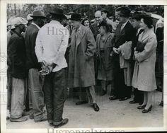 1943 Press Photo Swedesboro, NJ Duke Of Windsor chatting with laborers