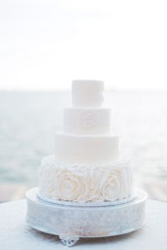 White Wedding Cake | photography by http://hunterryanphoto.com