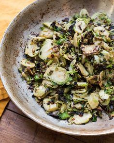 Sauteed Brussel Sprouts, Shredded Brussel Sprouts, Sprouts Salad, Brussels Sprouts, Vegetable Side Dishes, Vegetable Recipes, Sprout Recipes, Side Dish Recipes, Food Dishes