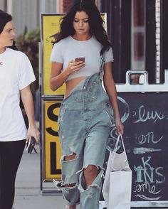 "19.4k Likes, 57 Comments - The Curvy Fashionista (@thecurvyfashionista_) on Instagram: ""Yes Selena ⚡️ #selenagomez #streetstyle"""