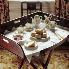 The Butler s Tea Tray in the Summer Room at Dunham Massey A t service is laid out with scones cake and jam - Stock Image Chocolate Shop, Chocolate Pots, Elisabeth I, Vegan Teas, Cream Tea, Tea Tray, Pastel, Breakfast In Bed, Tea Service