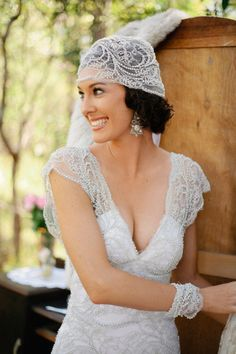 Inspired Wedding Dress This inspired wedding dress and veil are simply stunning! The bride was designed by the bride, herself, and made by Rosalia of Tendencias. The bride also decided. 1920s Wedding, Wedding Veils, Dream Wedding, Wedding Dresses, Wedding Vintage, Wedding Shot, Modest Wedding, Vintage Weddings, Lace Weddings
