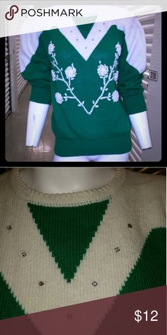 Vintage sweater with floral detail Green and white Sweaters Crew & Scoop Necks