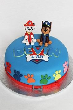 If you're planning a Paw Patrol party, here are 10 Perfect Paw Patrol Birthday Cakes that will inspire you for your child's puppy-themed party. There's birthday cake ideas for a boy or a girl. Plus, learn how to make a Paw Patrol cake yourself at home. Paw Patrol Chase Cake, Bolo Do Paw Patrol, Torta Paw Patrol, Paw Patrol Cake Toppers, Paw Patrol Birthday Cake, 4th Birthday Cakes, Paw Patrol Party, Boy Birthday, Card Birthday