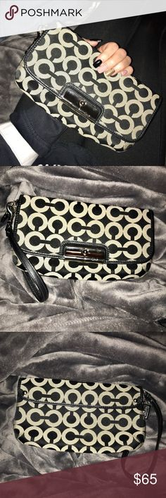 Coach clutch Never used coach wristlet/ clutch. Authentic. In perfect condition 💵 Offers welcome 📫Same/next day shipping  🚭Smoke free home Coach Bags Clutches & Wristlets