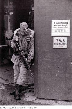 """Bernd Markowsky: US-Manöver in Berlin-Kreuzberg, 1980 Schön war die Zeit, als die Welt noch in Ordnung war - West-Berlin in pictures #235: westberlin reblogged: """" © Bernd Markowsky: U.S. military..."""