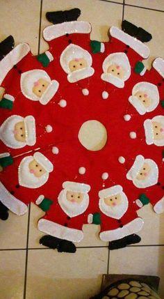 Ir     Árbol Christmas Tree Skirts Patterns, Diy Christmas Tree Skirt, Christmas Sewing, Felt Christmas, Christmas Stockings, Christmas Christmas, Felt Crafts, Christmas Crafts, Christmas Ornaments