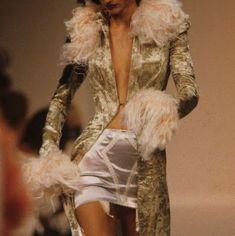 90s Fashion, Couture Fashion, Runway Fashion, Fashion Show, Vintage Fashion, Fashion Outfits, Fashion Design, Vintage Dior, Fashion Scarves