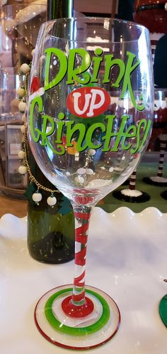 Diy Wine Glasses, Painted Wine Glasses, Christmas Crafts, Christmas Ornaments, Christmas Ideas, Margarita Glasses, Wine Tote, Tableware, Wine Coolers