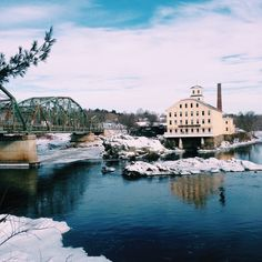 Brunswick Maine - Photographs + stories by Maine magazine staff  My bags are packed and I'm ready to hit the road. I bid farewell to my colleagues and head out of the office to beat the 5 p.m. traffic. I pick up … Continue reading →