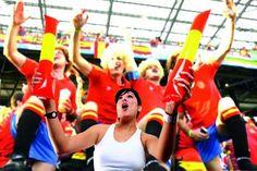Aplaudidores. Compuesto por 2 bastones y con tubo para inflar. 600 x 100 mm. #MundialBrasil #articulosmerchandising #articulospublicidad #empresasderegalos Galo, Basketball Court, Sports, Spain Flag, Canes, Hs Sports, Sport