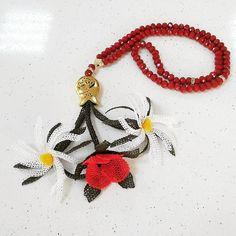 Eline sağlık canım  @fatma.kalfa #igneoyasi #istanbul #tesbih #tesbihkutusu #ceyizlik #crochet #ribbon #ribbonembroidery #tutorial #diycrafts #amigurumi #roses #lovely #lovers #istanbul #ismek #handmade #art #artcrawl #artcraft  #turkey #photooftheday #picoftheday #diy #handmade #artcraft #artcrawl #lace #diycrafts #rihanna #ladygaga #dantelanglez #necklace #jewellery #tbt by sefanuravci