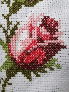 This Pin was discovered by HUZ Cross Stitch Fairy, Cross Stitch Rose, Cross Stitch Charts, Cross Stitch Patterns, Diy Embroidery, Cross Stitch Embroidery, Beaded Cross, Baby Knitting Patterns, Cross Stitching