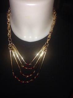 #colares con alambre color oro y #cristales en rojo. Todo hecho a manos.  Info@oro18.eu #bisuteria #bijoux #oro18