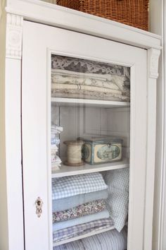You can`t use up CREATIVITY. Cottage Farmhouse, Farmhouse Interior, Farmhouse Chic, Shabby Vintage, Shabby Chic, Hello September, September 2014, Vibeke Design, Blue Walls